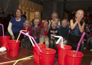 Zaterdagmiddag 9 oktober kleurde restaurant Kolkzicht in Surhuisterveen rood wit van de vele ballonnen ter ere van het 20 jarig jubileum van Kinderopvang Achtkarspelen